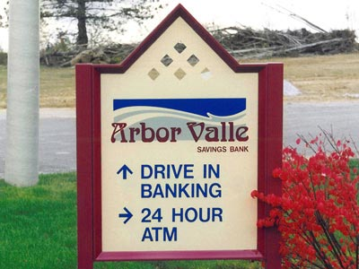 HED-150 Directional Sign with Filigree Accent